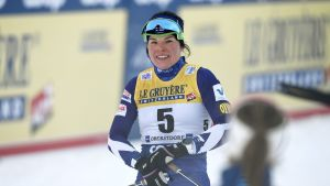 Krista Pärmäkoski åker skidor.