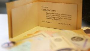 Inbjudningskort till Enni Soisalo och Taisto Ikävalkos bröllop i Åbo Domkyrka 14.9.1946, med fest efteråt på Rientola i Kärsämäki.
