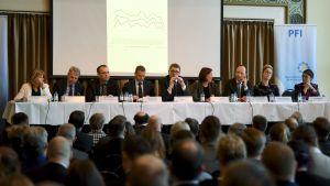 Partidebatt om försvarslinjer i Finland
