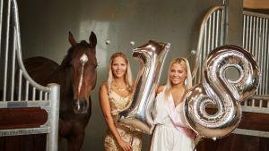 Selma och Klara Hammarström inför sin 18-års fest.