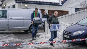 Polisen utför husrannsakan i Tor Mikkel Waras hus