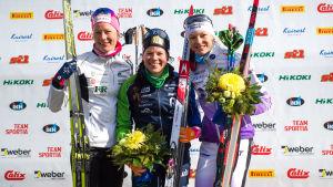 Anne Kyllönen, Krista Pärmäkoski och Eveliina Piippo poserar.