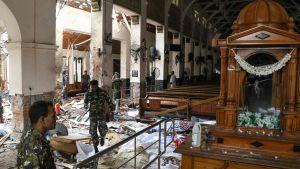 Förödelse efter bombexplosion i kyrkan St. Anthonyi Kochchikade nära Colombo i Sri Lanka