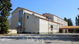 Svenska skolan i Varkaus håller till i samma byggnad som Könönpellon koulu.