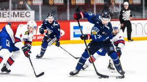Joel Kiviranta spelar för landslaget mot Norge.