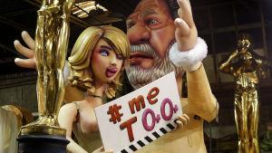 Stor karnevaldocka i Nice i februari, förestället Harvey Weinstein och lättklädd kvinnofigur med skylten Me too