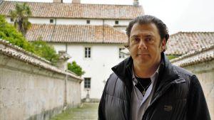 Benjamin Harnwell är Steve Bannons högra hand i den planerade gladiatorskolan i Italien