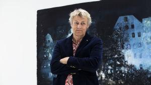 Lars Lerin framför sin tavla