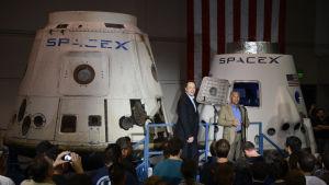 En tidig modell av Dragon-kapseln för rymdtransport av mänskor, presenterad 2012.
