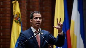 Juan Gaidó håller tal.