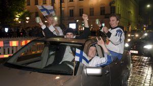 Ishockeyfans i bil.