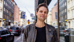 Sångaren Lee Angel på Lilla Robertsgatan i Helsingfors.
