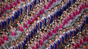 Nordkoreanska barn uppträder under masspelen 2018
