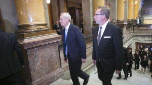 Antti Rinne (SDP) och Mika Lintilä (C) i Ständerhuset i Helsingfors den 6 juni då regeringen Rinne utnämndes.