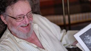 Juhani Westman, Svenska Yles pensionerade vetenskapsredaktör.