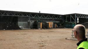 Vy över sorteringsstationer på Käringmossens avfallsstation
