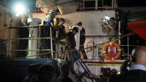 Sea Watch 3:s kapten Carola Rackete grips av italiensk polis