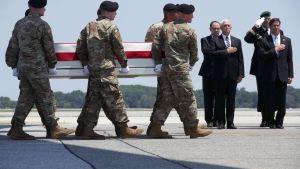 En stupad amerikansk soldat förs hem till USA 25.6.2019