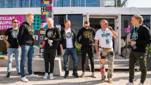 Suomalainen Counter-Strike-joukkue ENCE tapasi fanejaan Pointti-tapahtumassa. Maailman huippuihin kuuluva tiimi keräsi ympärilleen suurehkon yleisön.