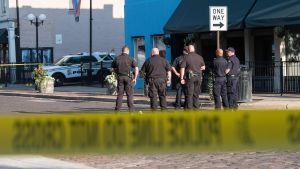 Poliser samlade vid brottsplatsen i Ohio.