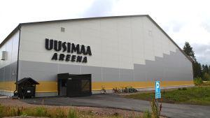 Stor bild på uusimaa areena utifrån.