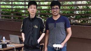 Andy Liu (till vänster) tror att färre än hälften av studerandena ämnar delta i bojkotten. Han tycker inte att den är nödvändig.