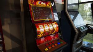 Ett penningspel i Veikkaus lokaler.