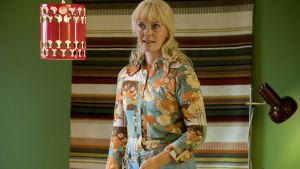 Tiina Lymi som Kari Tapios hustru  Pia i filmen Olen suomalainen.