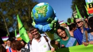 Personer deltar i klimatdemonstration i Frankrike, Paris, 21.9.2019.