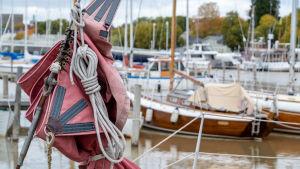 Båtvarv och gamla träbåtar.