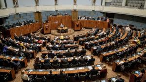 Plenisalen i riksdagen 12.9.2019. Bilden är tagen uppifrån.