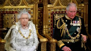 Drottning Elisabeth II och Charles, prinsen av Wales