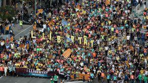 Självständighetsförespråkare anländer till Barcelona efter att ha marscherat från städerna Vic (70 km) och Berga (100 km)