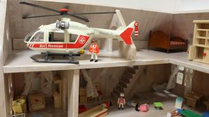 En helikopter i ett dockskåp