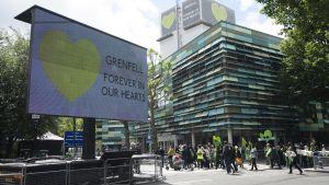 Minnestillställning i Grenfell två år efter den förödande branden
