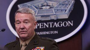 General kenneth mckenzie vid USA:s centralkommando