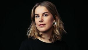 MOT:n graafikko Camilla Arjasmaa.