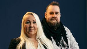 Sexologen Satu Söderström tillsammans med journalisten Stan Saanila.