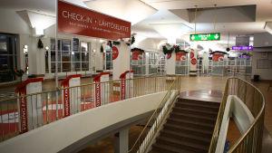 Tyhjä Viking Linen terminaalirakennus Turun satamassa Postin tukilakkojen aikana.