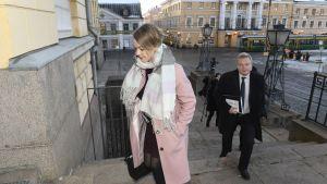 Katri Kulmuni och Antti Kurvinen från Centerns ledning anländer till Statsrådborgen 3.12.2019.