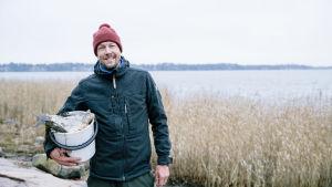 Mikko Peltola Munkkiniemen rannassa.