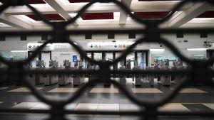 En tom metrostation under strejken i Paris 5.12.2019