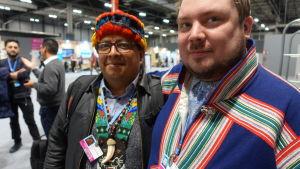 saamelainen ja amazonasin alkuperäiskansojen edustaja