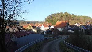 Många av invånarna i byn är gamla och behöver inte bättre nät