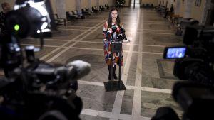 Statsminister Sanna Marin (SDP) presenterar regeringens linje gällande de finländska medborgarna i lägret al-Hol i Syrien.