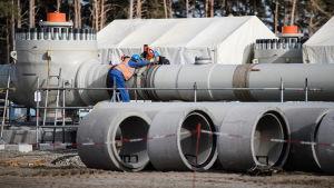 Työntekijöitä Nord Streamin työmaalla Lubminissa, Saksassa viime maaliskuussa.