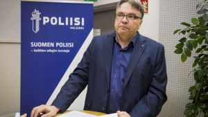 Rikoskomisario Toni Uusikivi, Helsingin poliisi