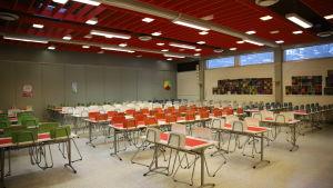 Naukion koulun ruokasali