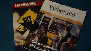 Två tidningar som Jehova ger ut.
