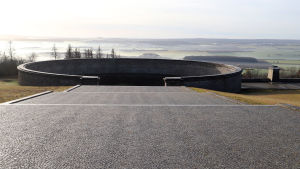 DDR-minnesmärket byggdes upp kring några av massgravarna